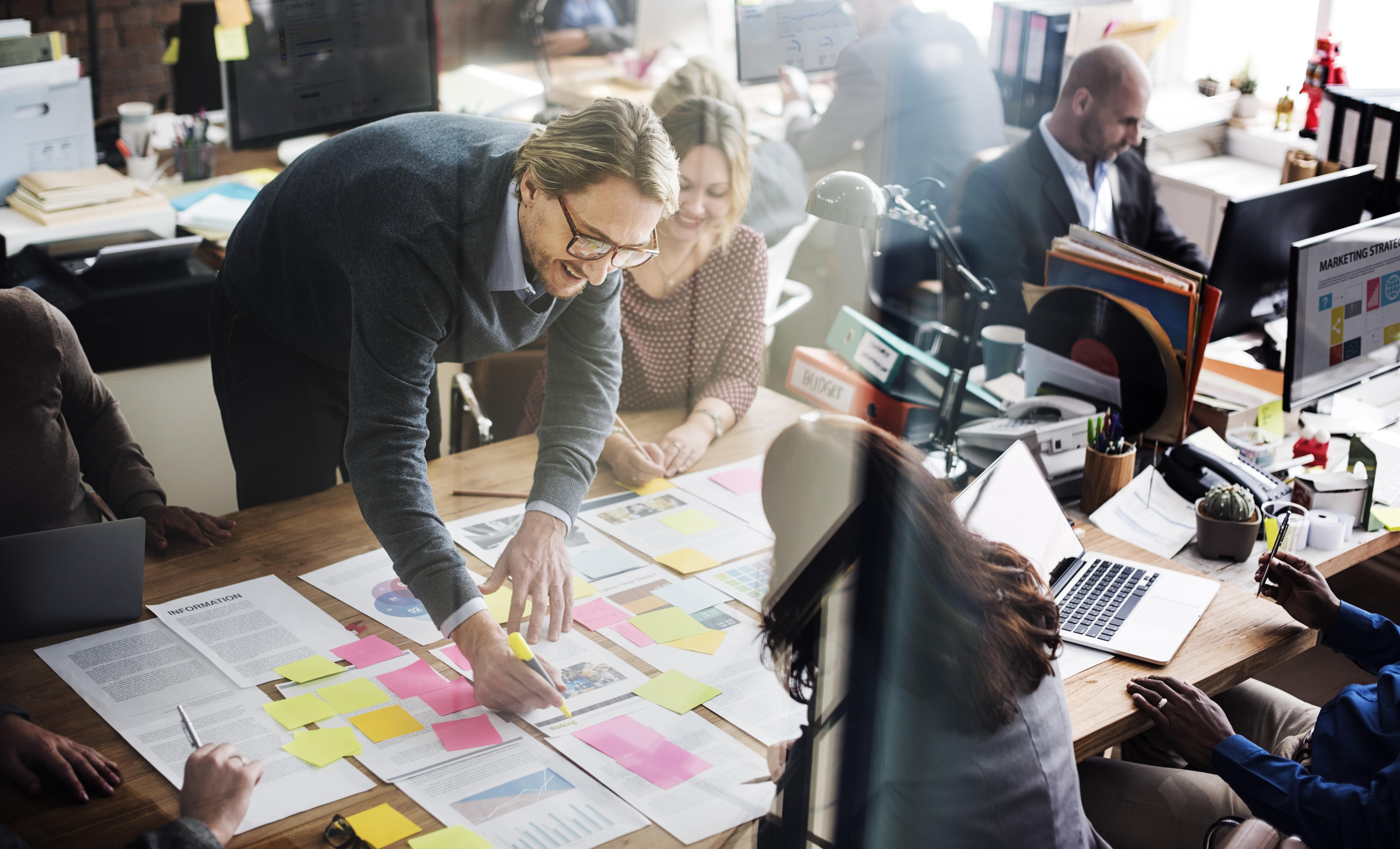 Картинки журналист в офисе